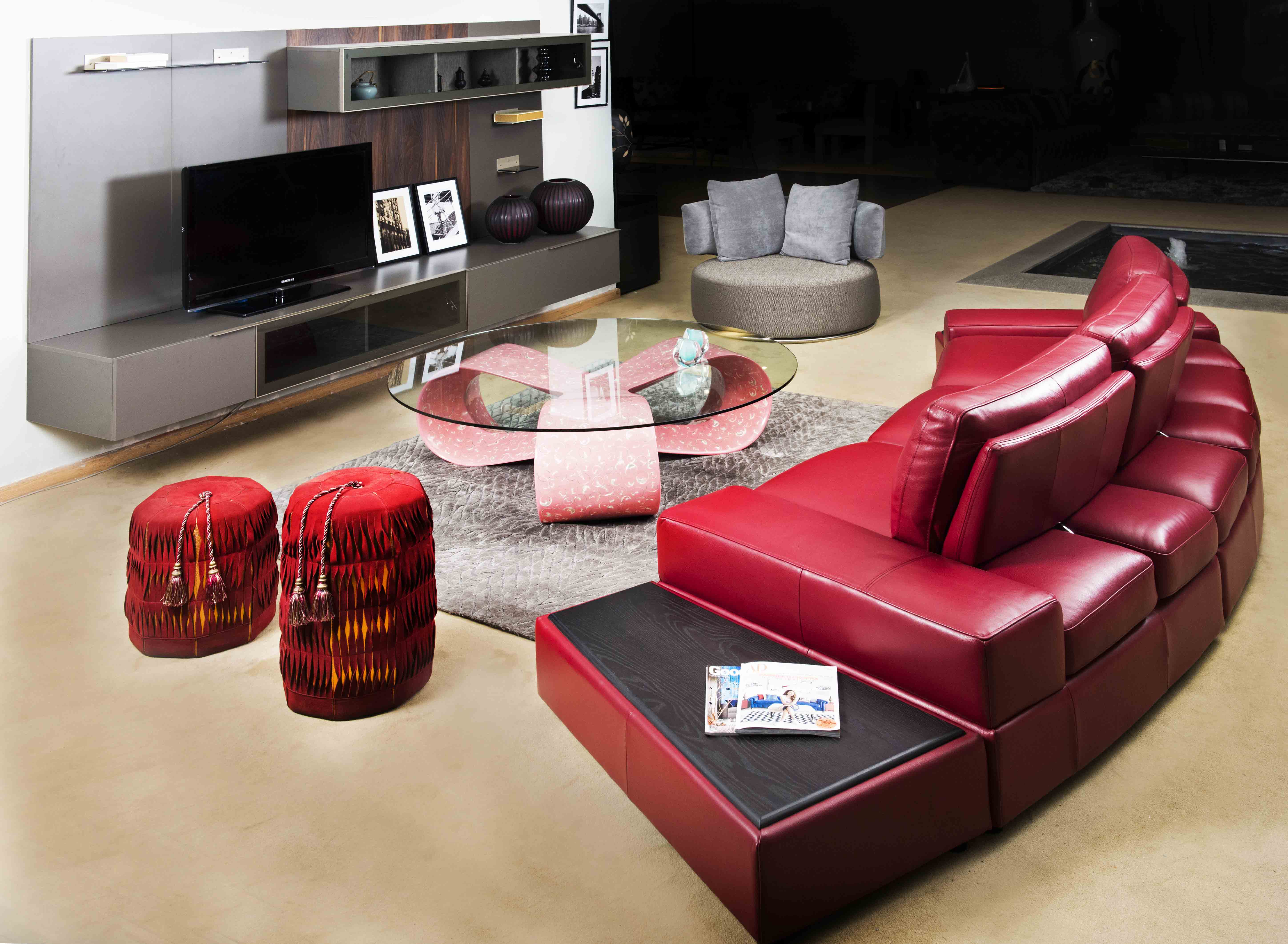 Salon Modular Leather Sectional Sofa For Valentine's Day From IDUS